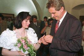 1993: Miloš a Ivana si řekli své ano 2. července na Novoměstské radnici