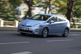 Prémiové sedany i slavný hybrid. 15 nejméně prodávaných aut na českém trhu