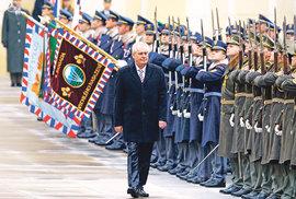 Inaugurace prezidenta 2018: Jak bude probíhat, koho Miloš Zeman pozval a jaký je původ slova inaugurace