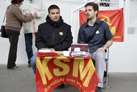 Komunistům rychle ubývají členové. Základna naopak rychle roste Okamurovi, SPD už je…