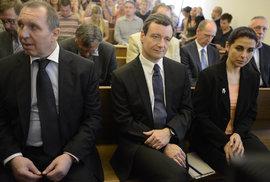 Kottovi (tehdy se Kateřina ještě jmenovala Pancová) a David Rath u soudu v roce 2013.