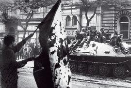 Srpen 1968. Sovětské tanky zaplavily Prahu. Svoboda stanul před otázkou,  co dělat.