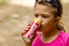 Světová zdravotnická organizace chtěla kvůli obezitě zdražit Coca-Colu i ochucené čaje. USA to odmítly