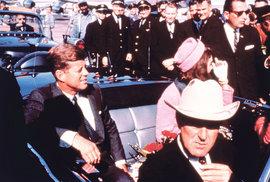 Dallas, 22. listopadu 1963. Foto jen pár minut před atentátem.