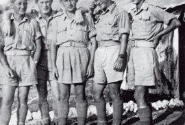 Vojenský výcvik v Palestině.  Bedřich Utitz druhý zprava.