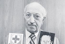 Simon Wiesenthal hledal nacisty od války až do své smrti v září roku 2005. On a jeho lidé postavili před justici více než tisíc válečných zločinců.