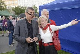Část voličů ANO kdysi volila pravicové strany. Teď jim nevadí podpora KSČM. Jaký kabát oblékne ANO na podzim?