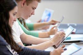 Na internetu je podle výzkumů závislá až polovina mladých lidí. Spotřeba alkoholu a…