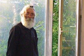 Karadžič byl policií zadržen jako lékař alternativní medicíny Dragan Dabič.