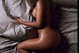 Kim Kardashian se svlékla pro britský magazín GQ