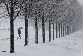 Vědci dokázali, že umějí vyrobit elektřinu z padajícího sněhu