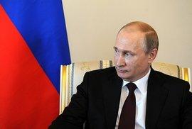 Vladimir Putin na pondělní schůzce s kyrgyzským prezidentem.