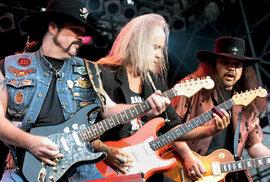 Nová kytarová fronta. Zleva Hughie Thomasson  (ex-Outlaws), Rickey Medlocke a Gary Rossington