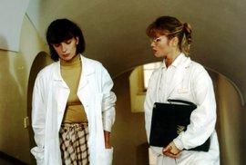 Dana (I. Chýlková) s Lenkou ( J. Asterová) byly kamarádky.