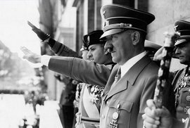 Adolfu Hitlerovi chybělo jedno varle, měl nedostatek sexu a možná i malinkatý penis,…