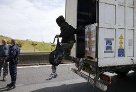 Česká policie odhalila nelegální migranty v kamionu jedoucím ze Srbska. Dva…