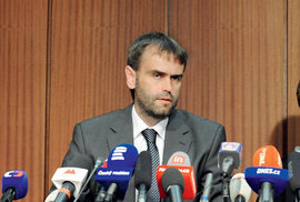 Moravská garnitura, která zahájila azřejmě iukončila velkou protikorupční revoluci během slavné tiskové konference čtrnáctého června2013