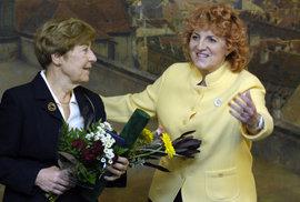 2007: Jana Kánská, dcra Milady Horákové, s tehdejší ministryní obrany Vlastou Parkanovou