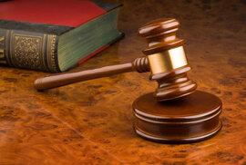 Křesťanská rodina dlužící 37 milionů tvrdila, že daně jsou proti boží vůli. Jak rozhodl soud?