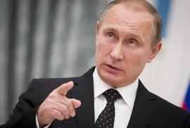 """Marine Le Penová se netají obdivem k Vladimiru Putinovi. Jeho jméno se v """"panamských papírech"""" skloňuje také"""