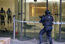 Londýnští policisté cvičili zásah na teroristy, kteří obsadili budovu