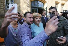 """Do Německa uprchlíky """"pozvala"""" kancléřka Angela Merkel."""