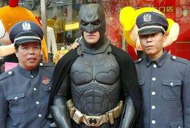 Expanze Číňanů do Hollywoodu: Ovládnou Batmana i jurské dinosaury