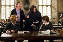Alan Rickman a Daniel Radcliffe ve filmu Harry Potter.