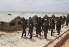 Somálští džihádisté vylezli z děr, zmasakrovali základnu Africké unie