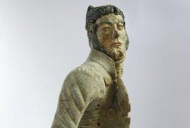 Figurka Václava Babinského, uhnětená zrozžvýkaného chleba vdobě, kdy loupežník bručel vevězení