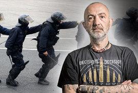 Ani taxikáři, ani sluníčkáři. Policie nepomáhá, nechrání, nekoná. Videoblog JXD