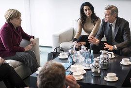 Aktivisté na Berlinale. Clooneyovi řešili s Merkelovou uprchlíky. Další zastávka: azylové centrum