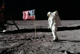 Vesmírná mise Apollo 11, první muži na Měsíci.