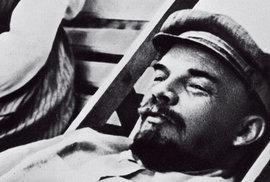 V. I. Lenin si užíval náklonnosti obou žen – oddané manželky iinspirativní milenky.