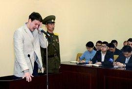 Jednadvacetiletý student Virginské univerzity Otto Warmbier u soudu plakal.