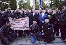 Hejtman s ruskými motorkáři uctil Rudou armádu. Dostává čočku