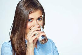 Máme se bát mikroplastů v pitné vodě?