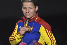 Silný příběh boxerské mistryně Evropy z Ceauşeskova sirotčince. Přesto není slavná,…