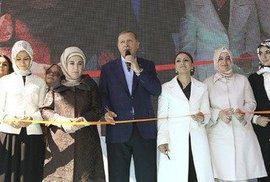 """""""Přítel"""" EU, turecký prezident Erdoğan, opět perlil: """"Bezdětné ženy jsou nedostačující…"""