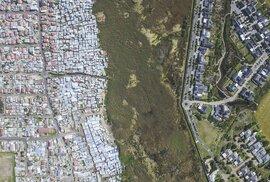 Jak se pozná chudá čtvrť od bohaté? Napomohou drony