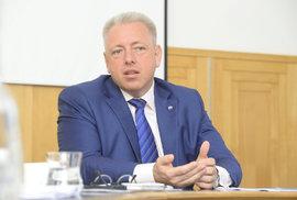 Milan Chovanec: Češi jsou výrazně ozbrojeni, měnit na tom ale nic nechceme