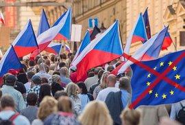 Češi jsou největší euroskeptici, přesto by z EU neodešli. Velký průzkum přinesl nejedno překvapení