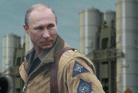 Ruská propaganda představuje Putina v kalendářích jako superhrdinu ve válkách