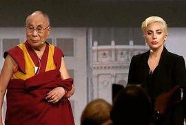 Dalajlama a Lady Gaga.