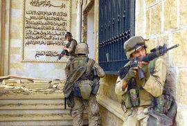 Invaze do Iráku zcela rozvrátila zemi, místo demokracie nyní v zemi působí Islámský stát.