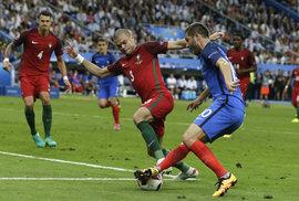 Čeští fotbalisté díru do Evropy neudělali, Češi přesto prosázeli dvě miliardy korun