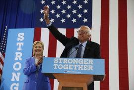 Musí se stát naší příští prezidentkou, podpořil Sanders Clintonovou