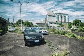 Okolí jaderné elektrárny Fukušima připomíná město duchů.