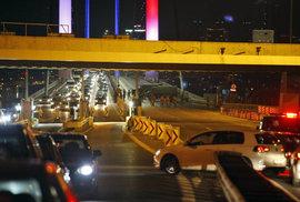 Zůstaňte doma, vyzývají USA, Rusko a Francie své občany v Turecku