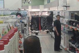 V obchodním centru na Andělu došlo k vraždě. Po potyčce dvou žen, zabila jedna druhou.